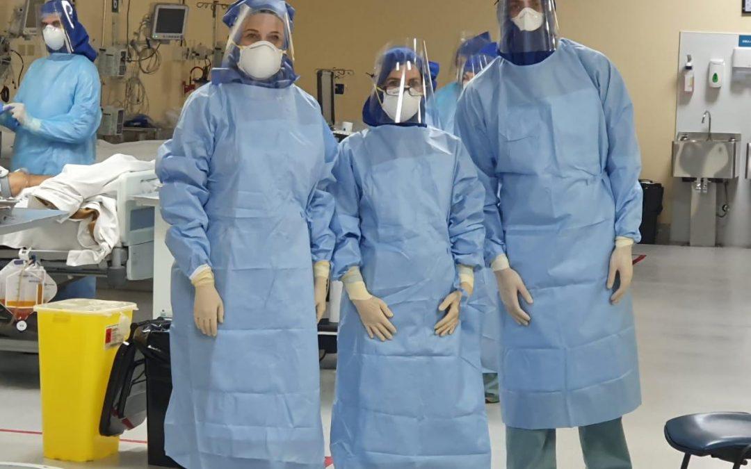 Apoderadas continúan fabricación de mascarillas y capuchas para el JJ Aguirre. La meta: 9.000